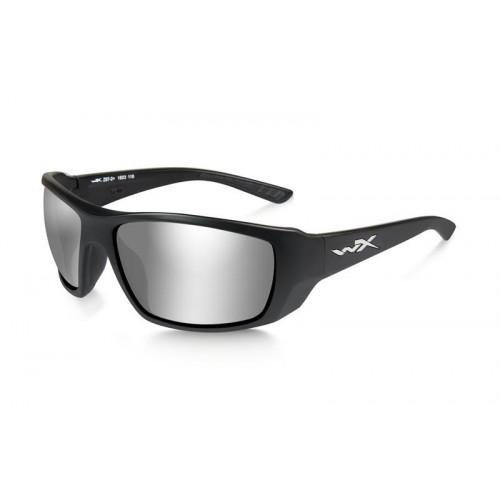 Очки KOBE с матовой черной оправой и дымчатыми серо-серебристыми линзами.
