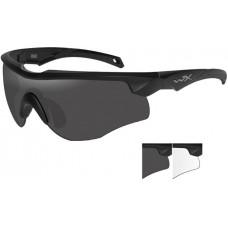 Очки ROGUE с матовой черной оправой и дымчато-серыми/прозрачными линзами.