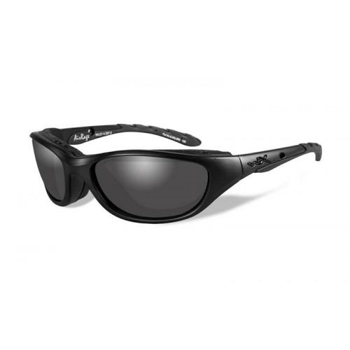 Очки AIRRAGE с матовой черной оправой и дымчато-серыми линзами.